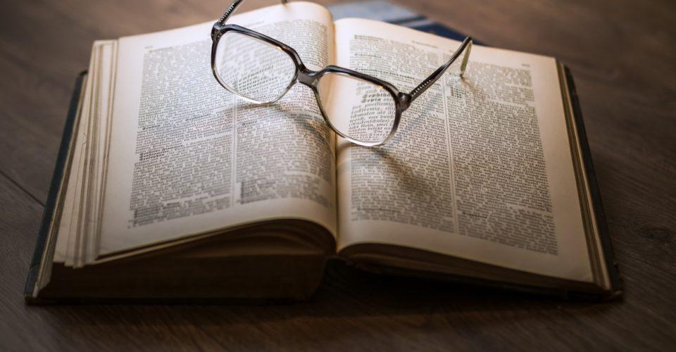 Jena Buch mit Brille