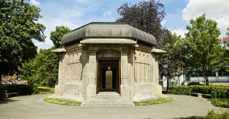 Ernst-Abbe-Denkmal, Spurensuche, Jena