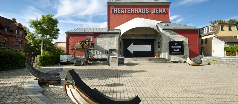 Theaterhaus Jena, Theatervorplatz, Außenansicht